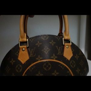 Louis Vuitton Bags - 🎀 AUTHENTIC LOUIS VUITTON ELLIPSE 🎀